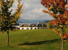 Grund Resort Golf and Ski, Mladé Buky (Hertvíkovice yakınında)