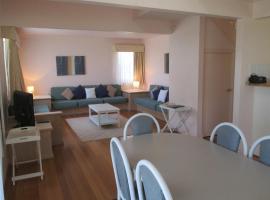 Waratah Family Cottage at Raffertys Resort, Cams Wharf