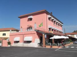 Hotel da Renato, Албиния