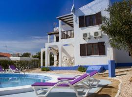 Apartamentos Blue Beach Menorca, Cala en Blanes (Cala en Forcat yakınında)
