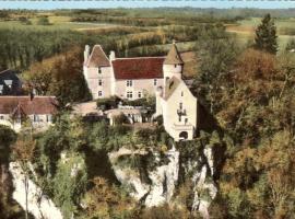 Montenaut, Angles-sur-l'Anglin (рядом с городом Tournon-Saint-Martin)