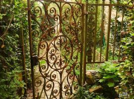 La Cage aux Oiseaux, La Lande-de-Goult