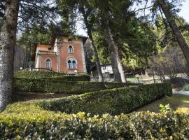Villa Pinetina B&B, Lasnigo (Sormano yakınında)