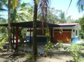 Jolly's Villa Kunterbunt, Parrita (Playón yakınında)