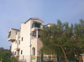 Apartments and Rooms Saric