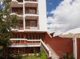 Maimara Hotel, Уарас
