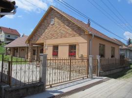 Tavi Fészek Vendégház, Банк (рядом с городом Nőtincs)