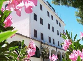 Hotel Bally, Foce Varano (Torre Mileto yakınında)