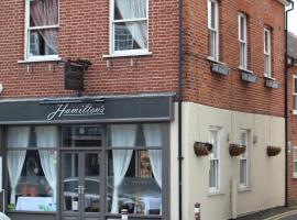 Hamilton's, Чертси