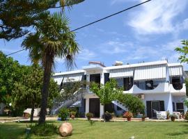 Raptis Apartments, Ligia