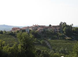 B&B Acaso, Serralunga d'Alba (Sorano yakınında)