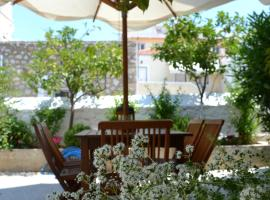Twin House, Spetses