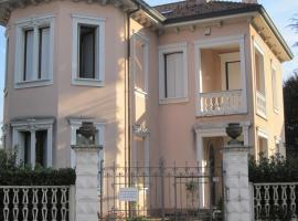 B&B Villa le Rondini, Castronno (Crugnola yakınında)