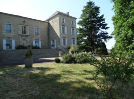 Gîte la Tour des Cabernets, Rauzan (рядом с городом Sallebruneau)