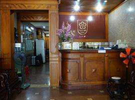 Hanoi Golden Moon Guest House & Travel