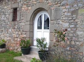 Chambre d'hôtes La Ruzardière, Combourtillé (рядом с городом Dourdain)