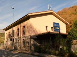 Hotel Restaurante Ribera del Chicu, Arriondas (Nevares yakınında)