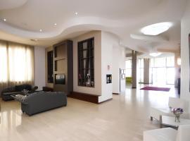 Rolling Hotel, Casoria (Berdekatan Casalnuovo di Napoli)