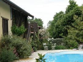 Au Moulié, Blousson-Sérian (рядом с городом Villecomtal-Sur-Arros)