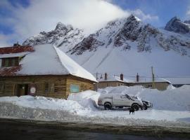Portezuelo del Viento - Hostel de Montaña, Лас-Куэвас (рядом с регионом Penitentes Ski)