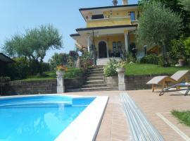 Villa Sinatra, Padenghe sul Garda (Monte yakınında)