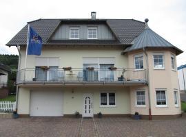 Weingut u. Gästehaus Menten, Briedel (Pünderich yakınında)