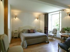 hotel Saluces, Салер (рядом с городом Сен-Бонне-де-Салер)