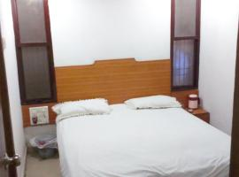 Hotel Neelam Lodge, Bhilai (рядом с городом Kanwar)