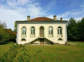 Holiday Home Authentieke Villa Nabij Loures-Barousse 9 Pers, Loures-Barousse (рядом с городом Créchets)