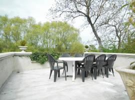 Les Bains Bed & Breakfast, Cheny (рядом с городом Brienon-sur-Armançon)