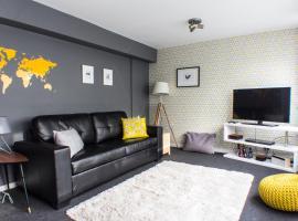 Modern Central Family-Home for 6