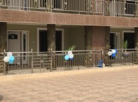 Dufie Apartments, Apenkwa
