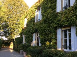 La Maison du Pinier, Breuil-Barret (рядом с городом Loge-Fougereuse)