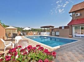 Holiday Pool, Lappidot