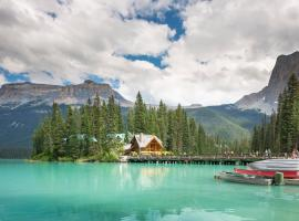 Emerald Lake Lodge, Field