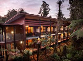 Te Waonui Forest Retreat