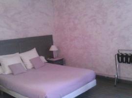 """HOTEL RESTAURANT LE SAINT PIERRE """"Grand Périgueux"""", Saint-Pierre-de-Chignac (рядом с городом Milhac-d'Auberoche)"""