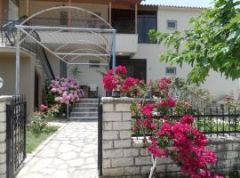 Villa Fotis, Ligia