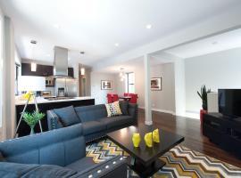 Apartments on N Damen Avenue