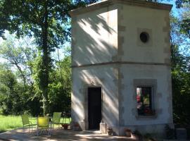 Hexagonal Tower for 2, Semur-en-Auxois (рядом с городом Villars-et-Villenotte)