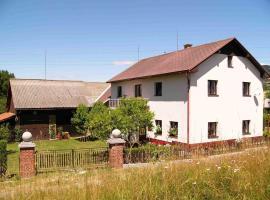 Holiday Home Monika 1, Rovensko pod Troskami (Loktuše yakınında)
