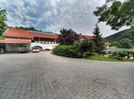 Hetényi Apartmanház és Családi Borbirtok, Mecseknádasd (рядом с городом Nagymányok)