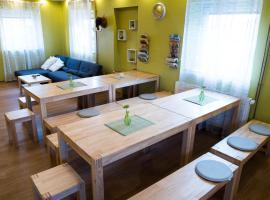 Hostel Hiša Na Travniku