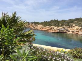Ibiza Sunset & Seafront House V3, Cala Tarida (Cala Tarida yakınında)