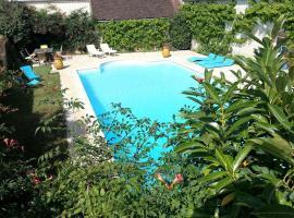 Tourterelle, à proximité de Auxerre et Chablis, Hauterive (рядом с городом Brienon-sur-Armançon)