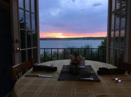 Lakehouse Bed and Breakfast, Canyon Lake