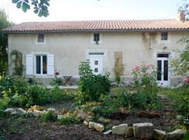 Willow Tree Cottage, Salles-de-Villefagnan (рядом с городом Juille)