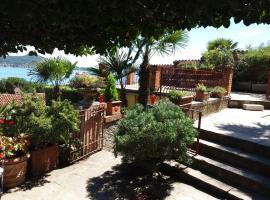 Garden Apartment, Lesa