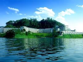 Tachee Island Holiday Hotel, Thousand Island Lake (Dashiping yakınında)