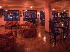 Ebony Hotel, Уарас